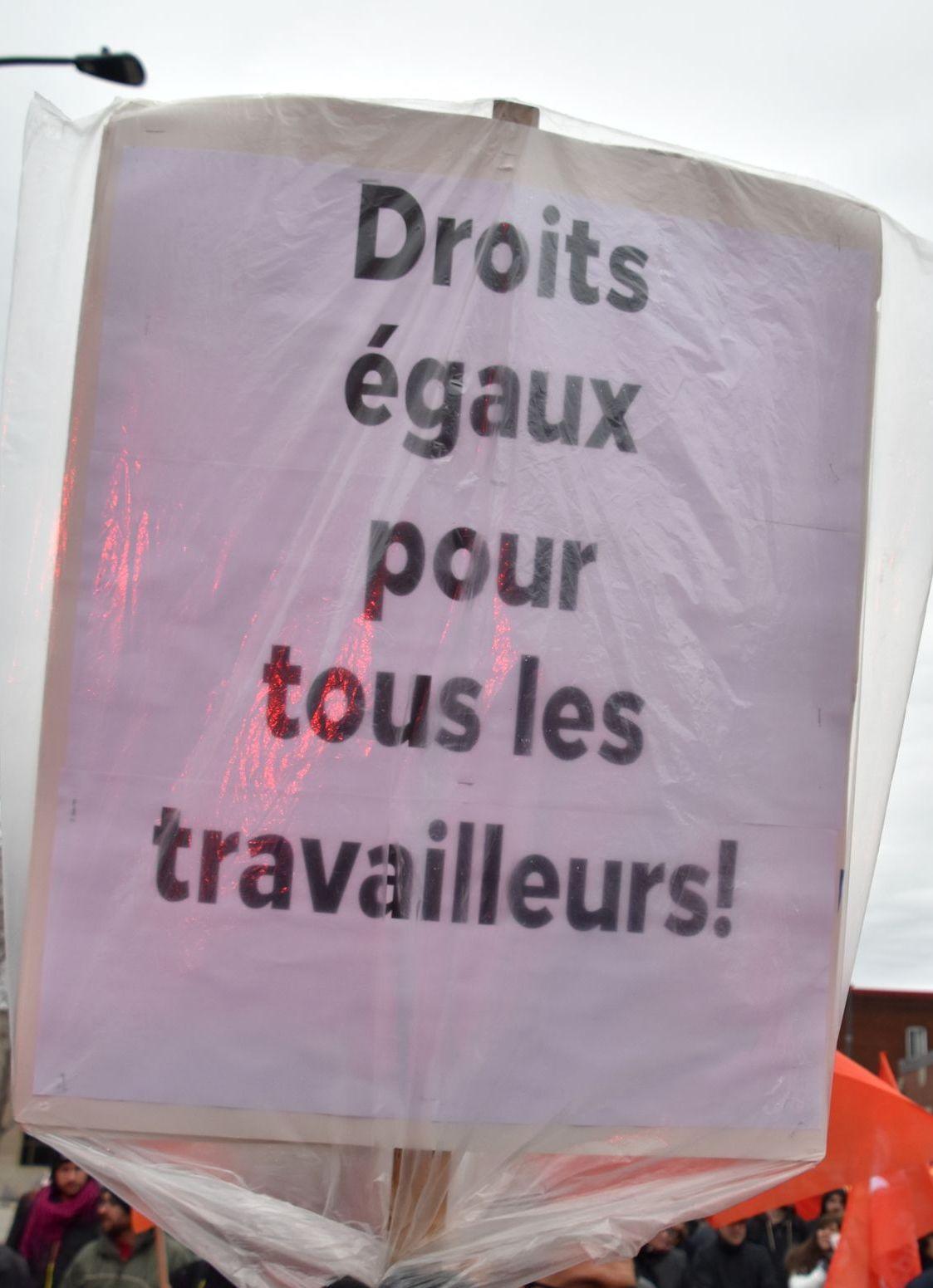 http://www.cpcml.ca/francais/Images2019/Slogans/190501-Montreal-PremierMai-21.jpg
